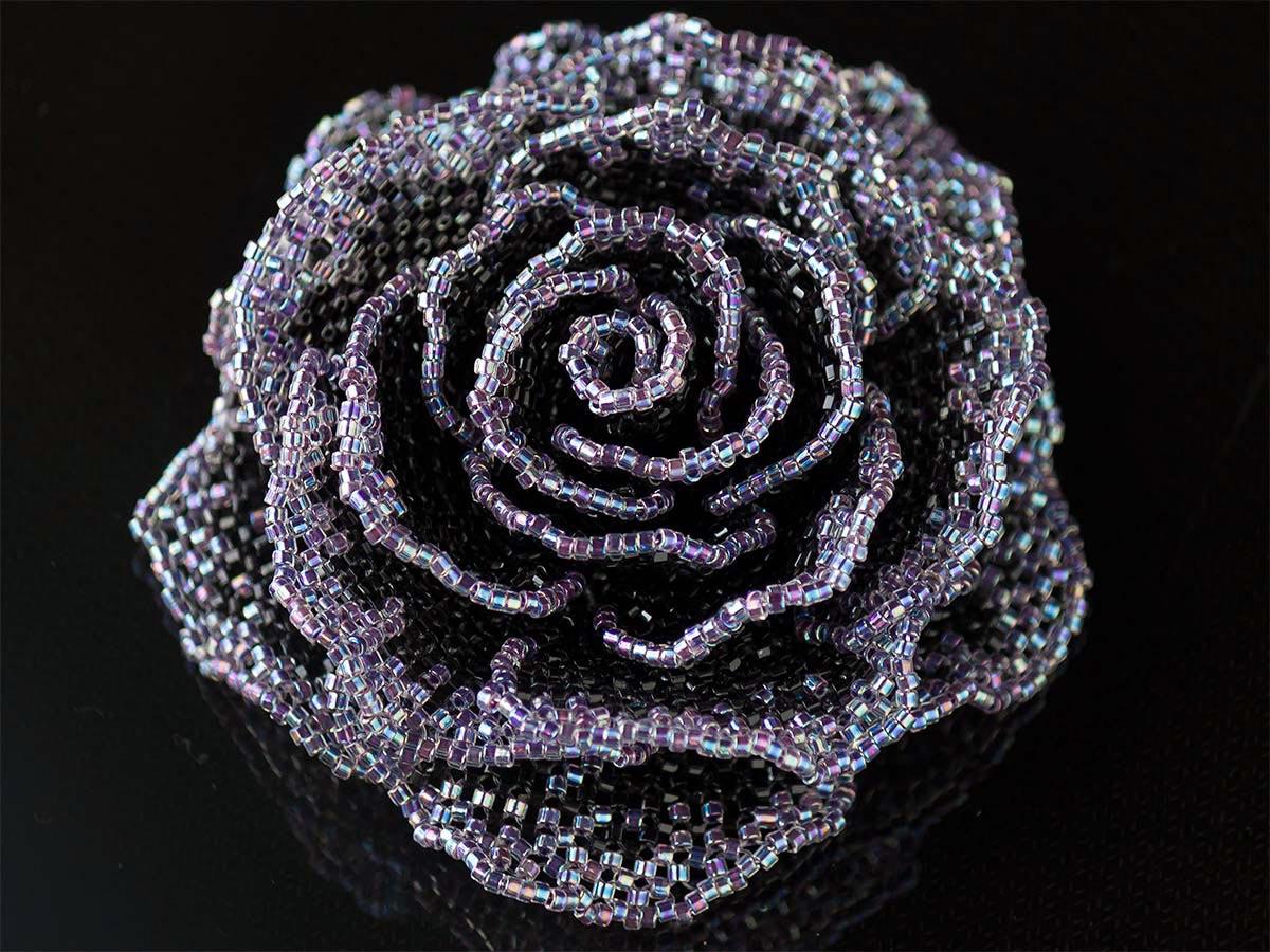 キラキラブルーバイオレットの薔薇ビーズコサージュ