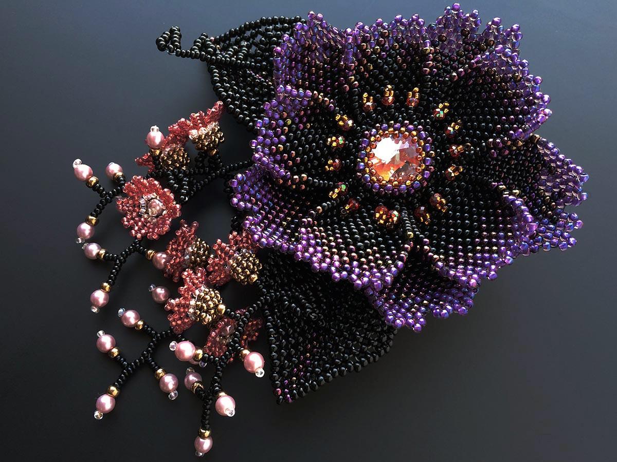 パープルのお花と小花のビーズコサージュ