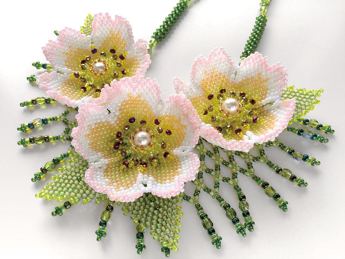 秋明菊の華やかお花畑ネックレス