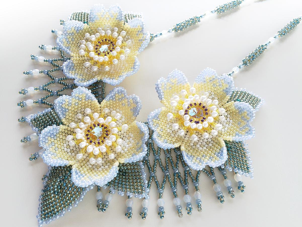 ペールトーンのお花畑ビーズネックレス