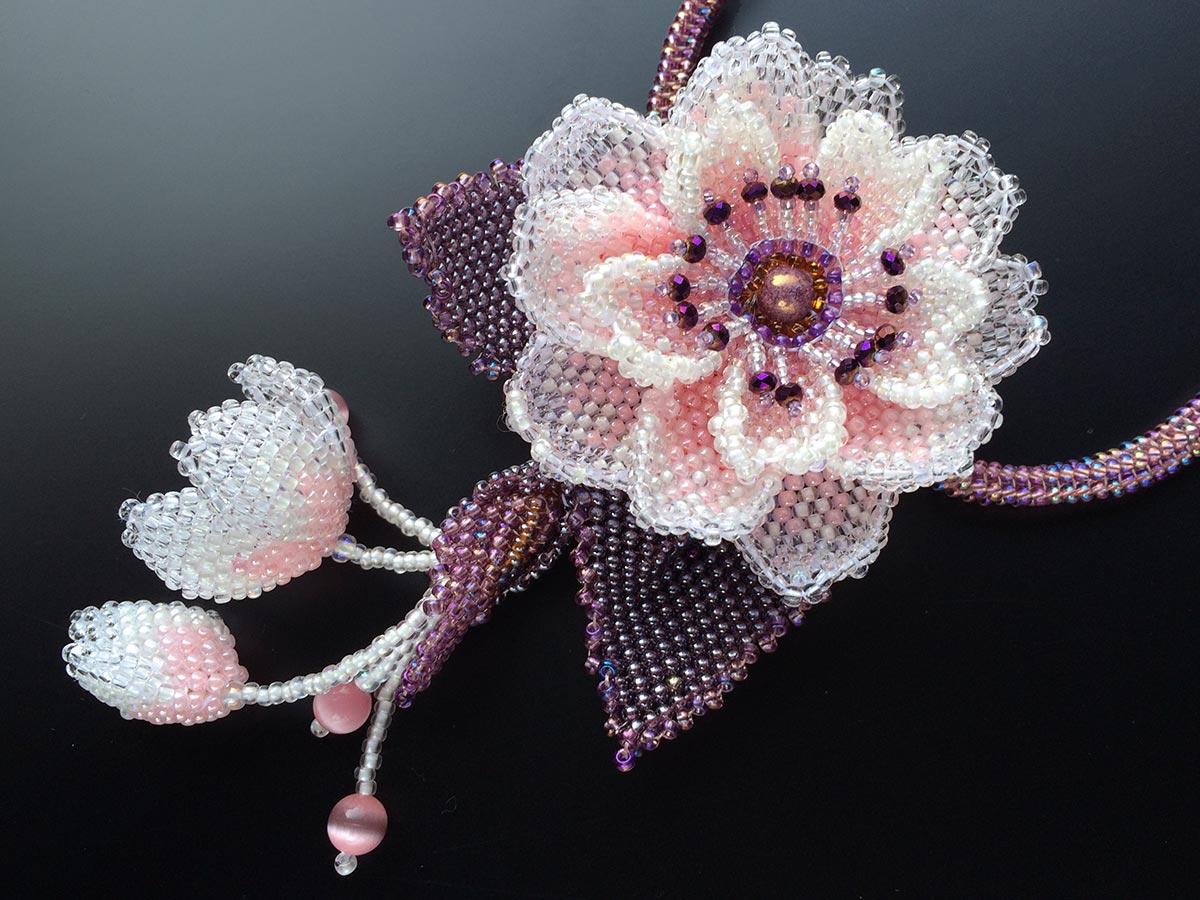 八重桜のボリュームビーズネックレス
