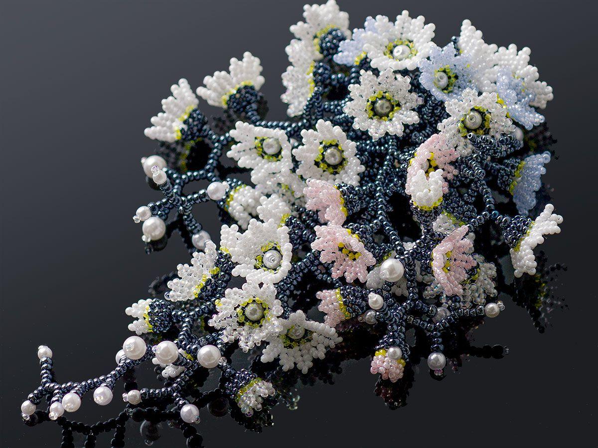 ペールトーンのジャラジャラお花畑ビーズブローチ