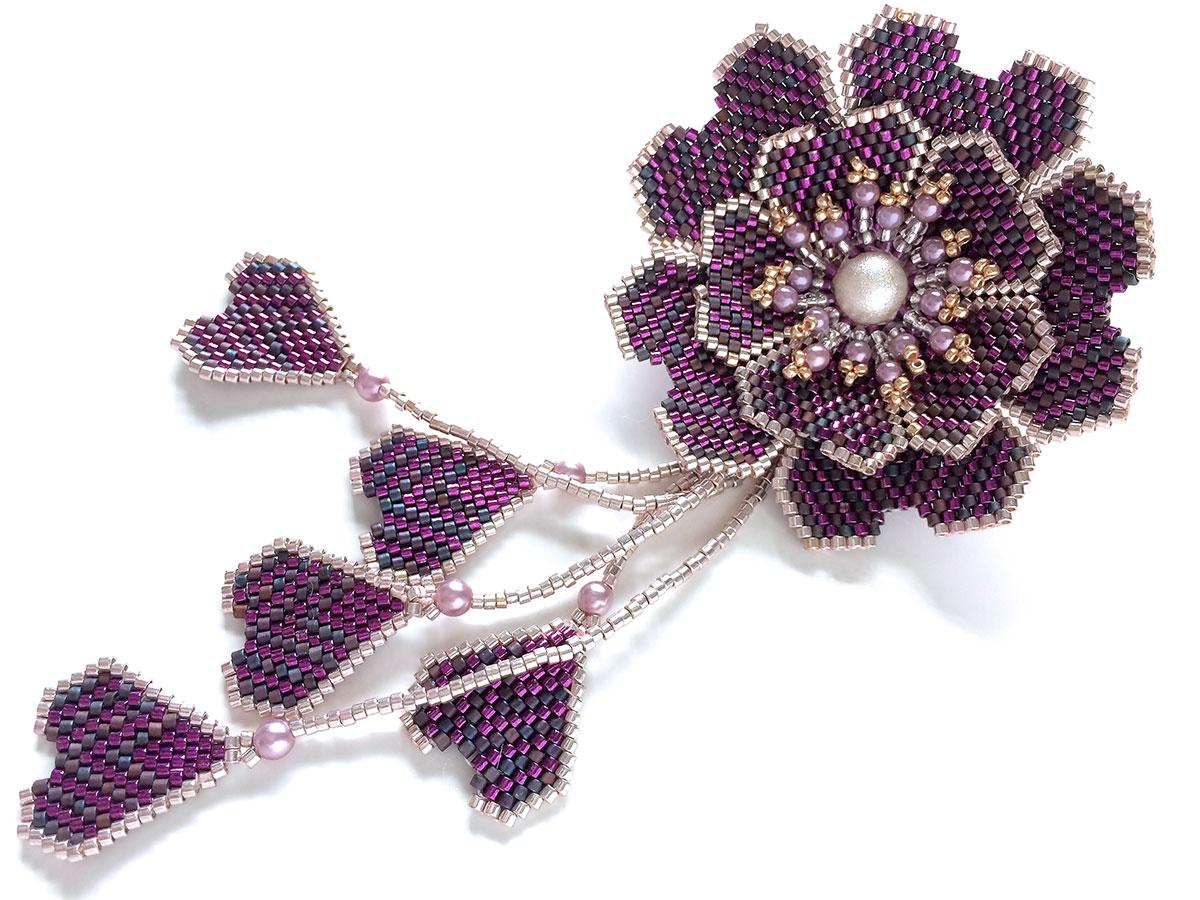キラキラボーダーのお花ビーズブローチ