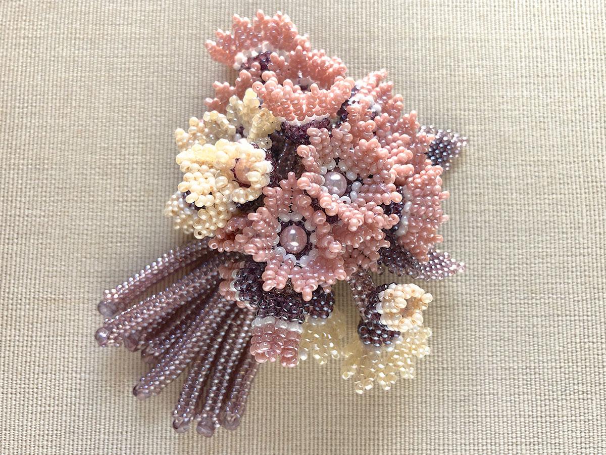 小花のブーケ風ビーズブローチ