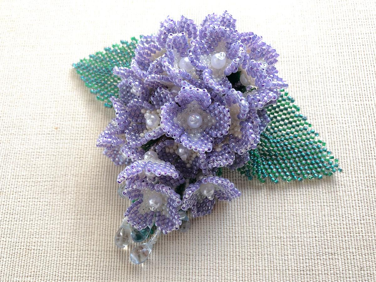 淡いパープルの紫陽花ビーズコサージュ