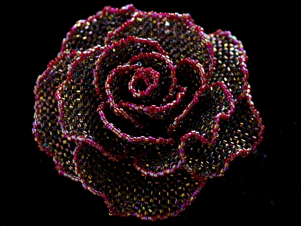 ワインカラーのキラキラ薔薇ビーズコサージュ