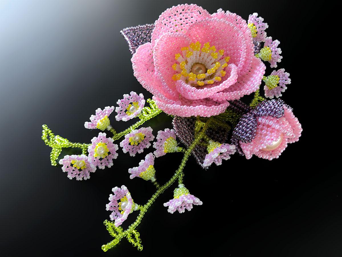 ピンクの椿のボリュームビーズコサージュ