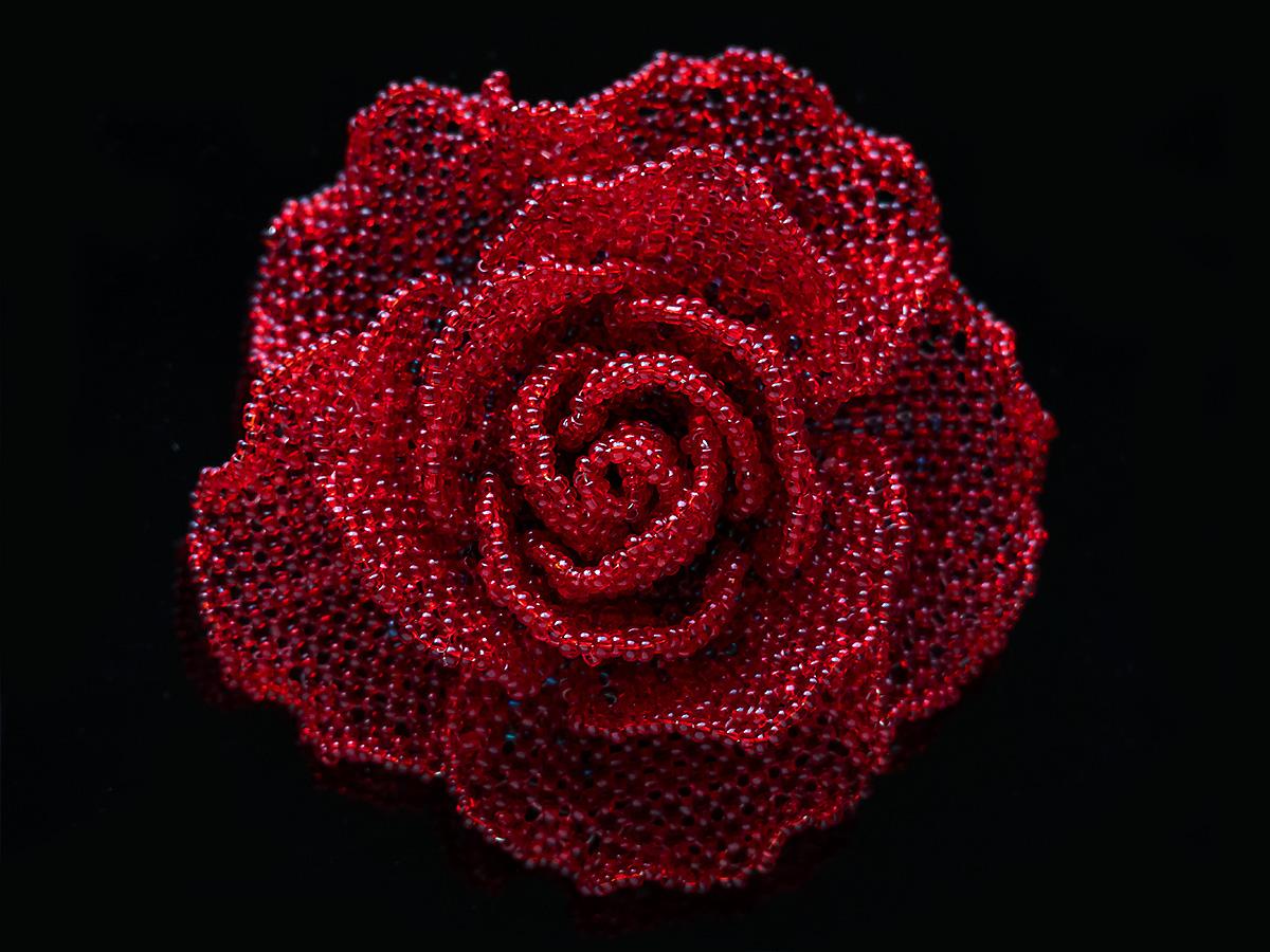 赤い薔薇のシンプルビーズコサージュ