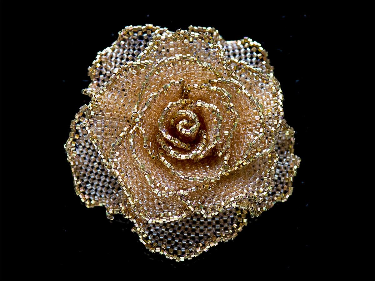 飴色のキラキラ薔薇ビーズコサージュ
