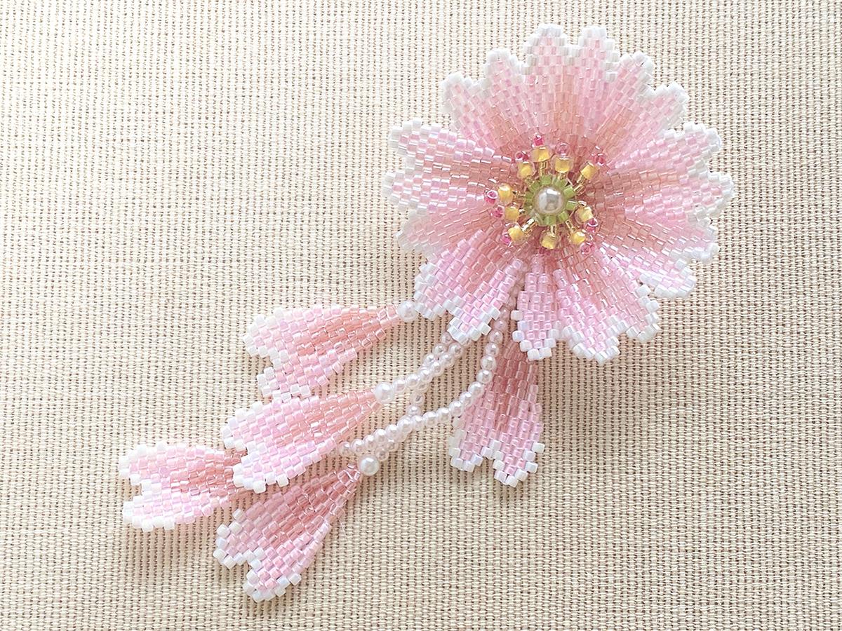 桜のミニビーズブローチ