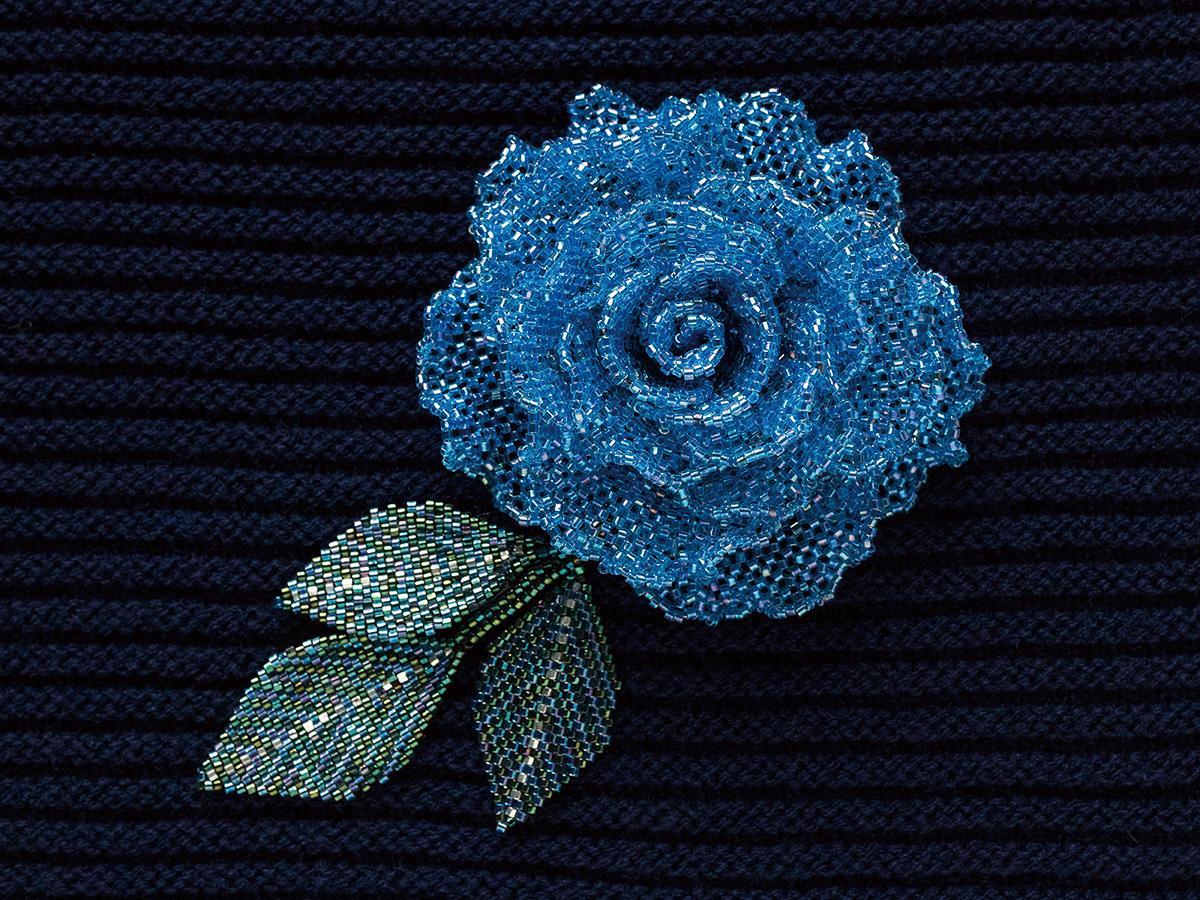 ブルーのキラキラ薔薇ビーズコサージュ