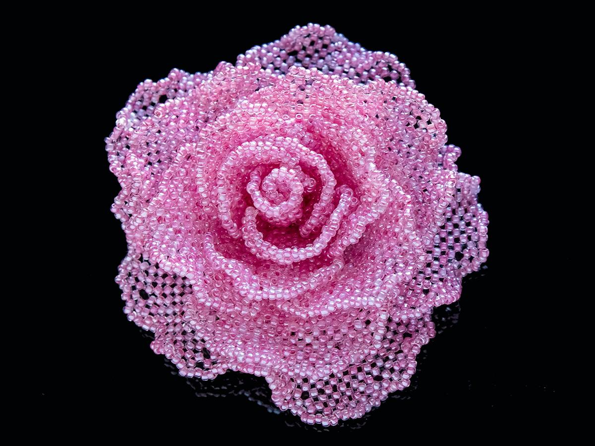 ピンクの薔薇ビーズコサージュ