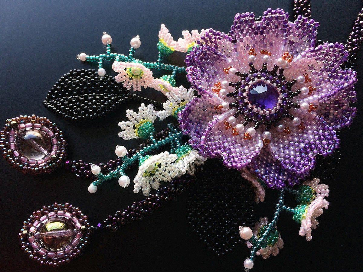 パープルのお花のお花畑ネックレス