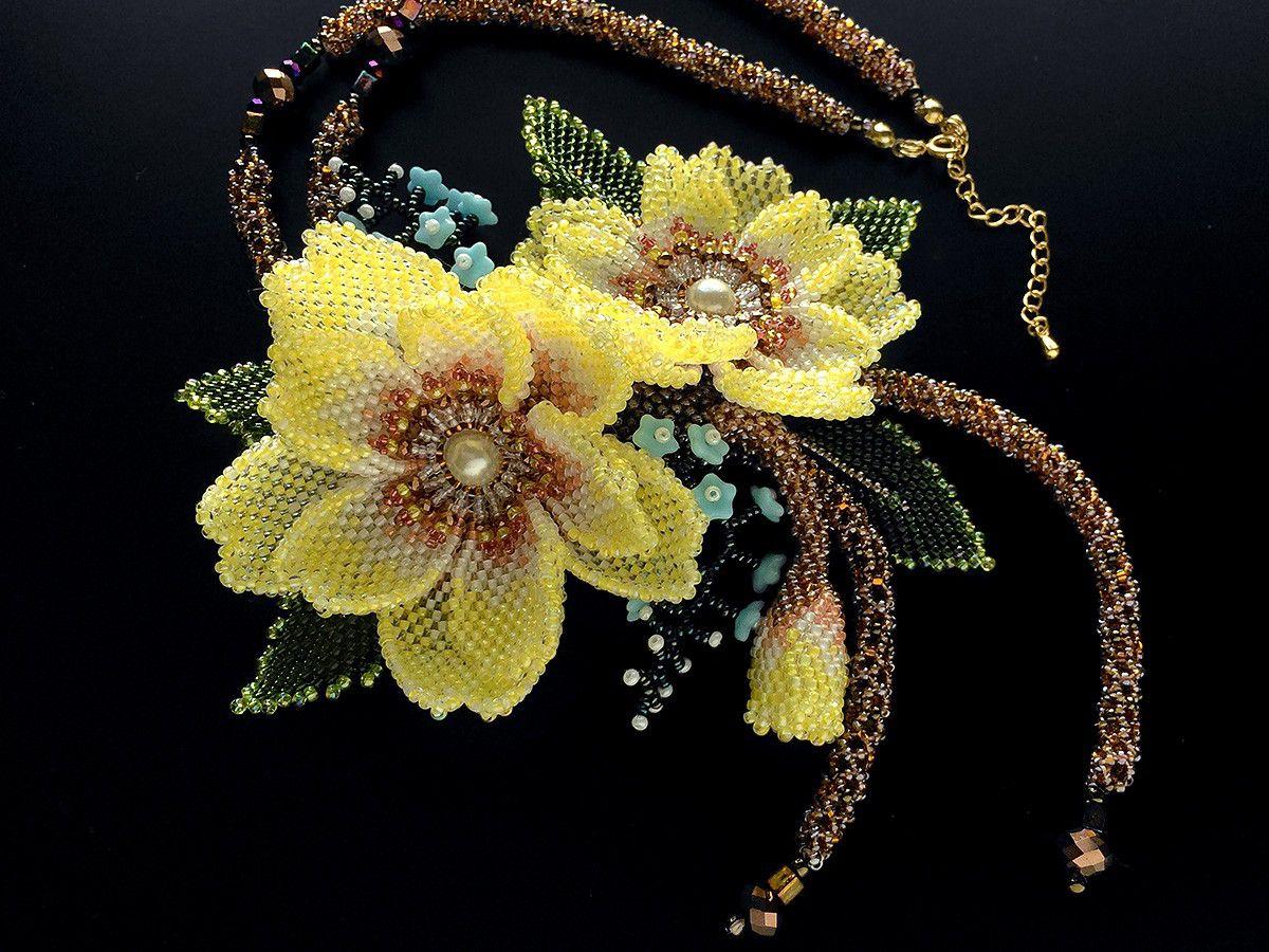 黄色いお花のボリュームビーズネックレス