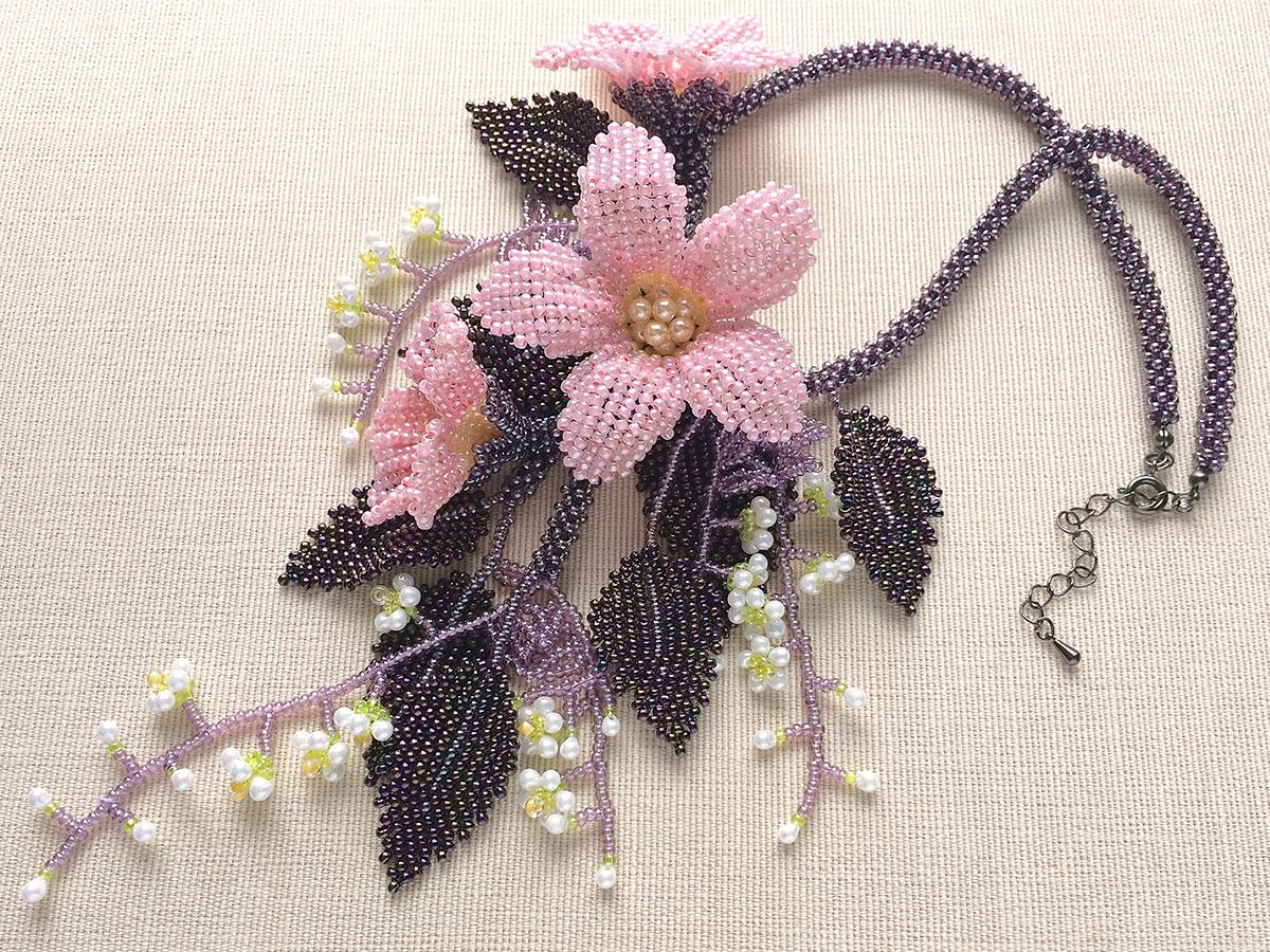 華やかピンクのお花ビーズネックレス