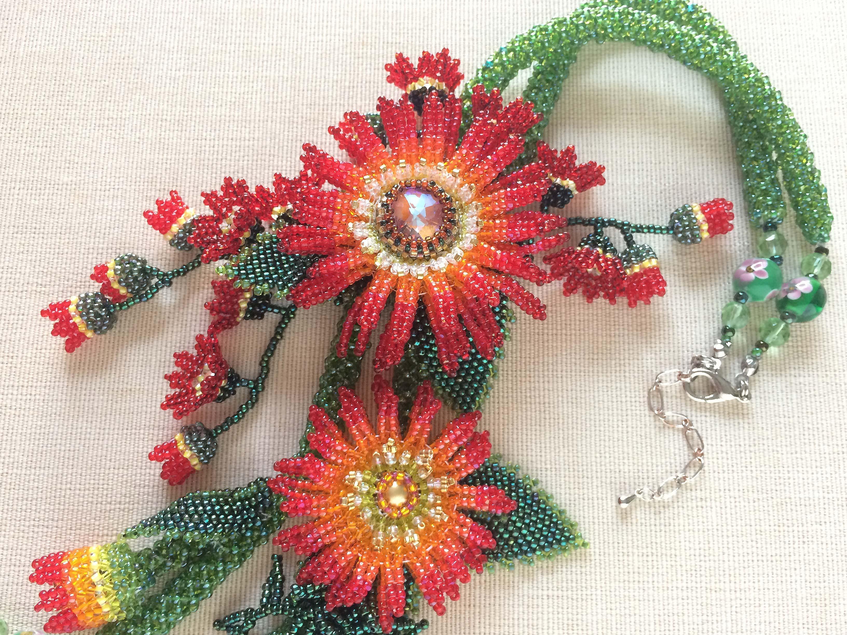 赤いガーベラのお花畑ビーズネックレス