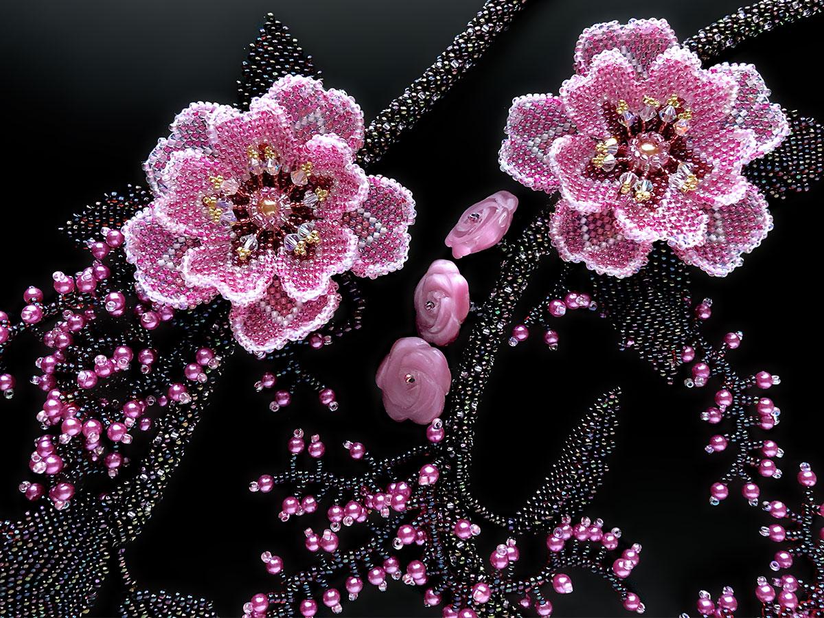 ピンクの野薔薇のボリュームネックレス