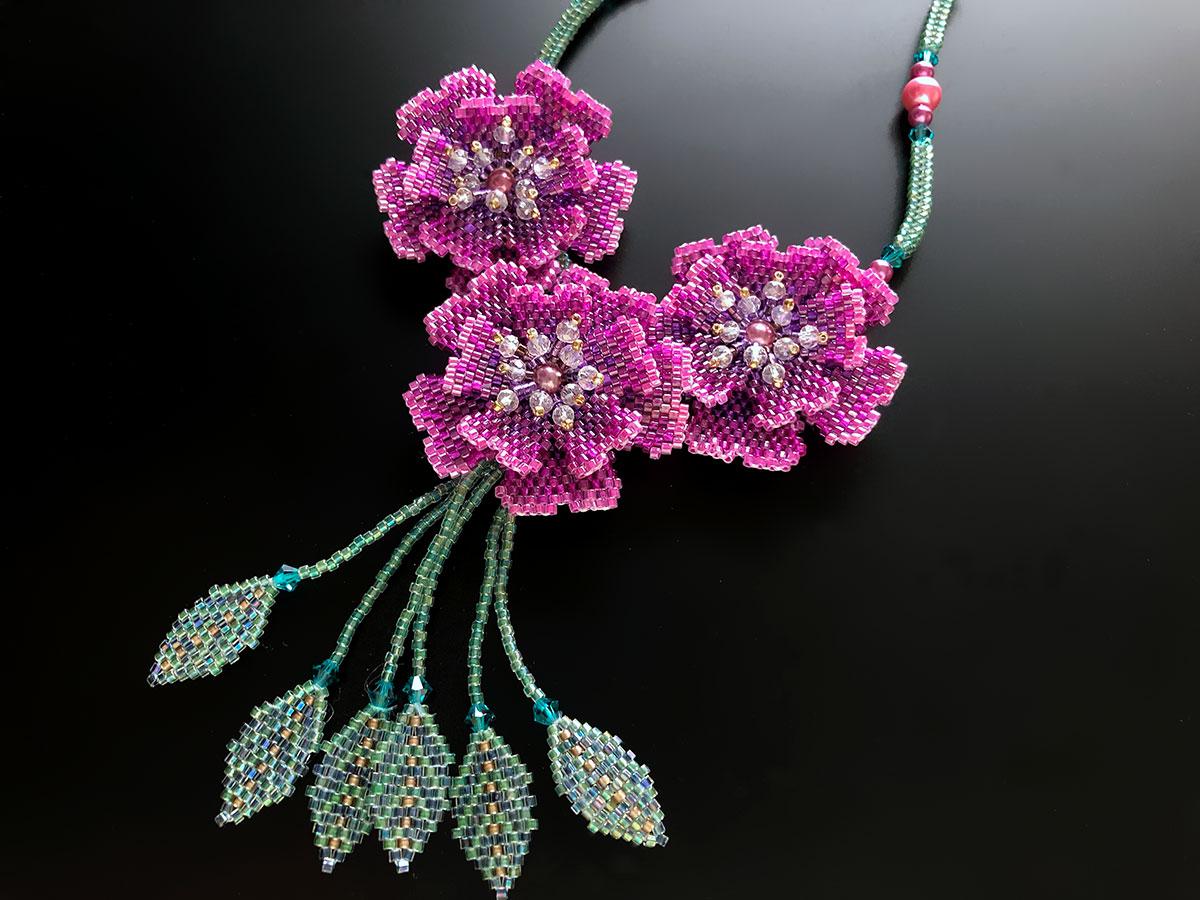 マゼンダのキラキラお花ビーズネックレス