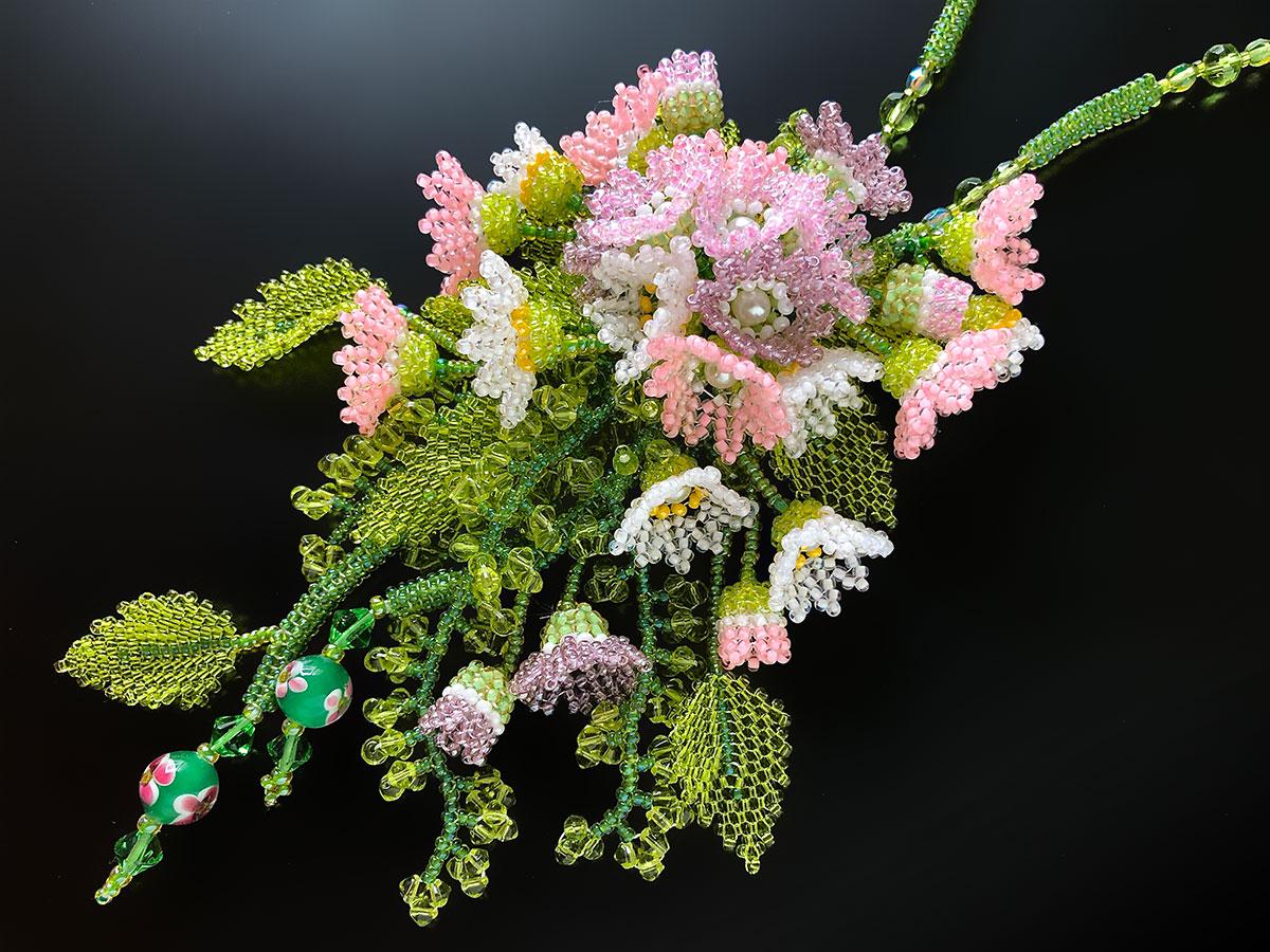 小花のお花畑ボリュームビーズネックレス