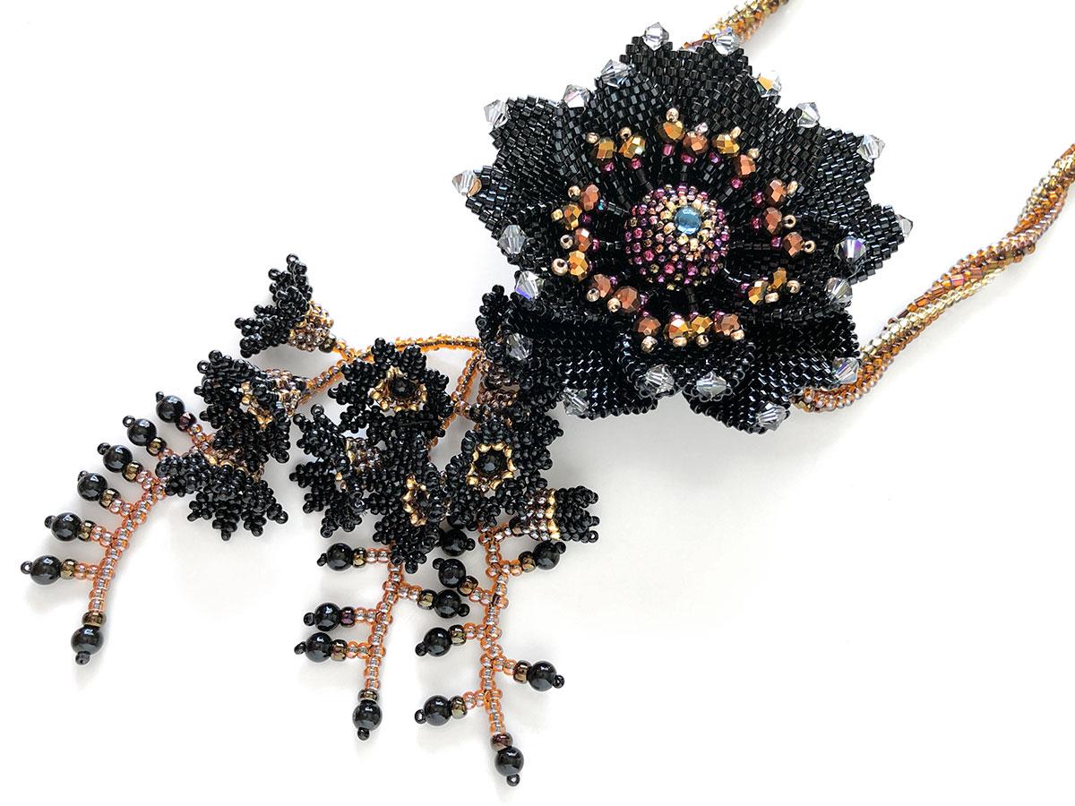 ブラックのお花ビーズネックレス
