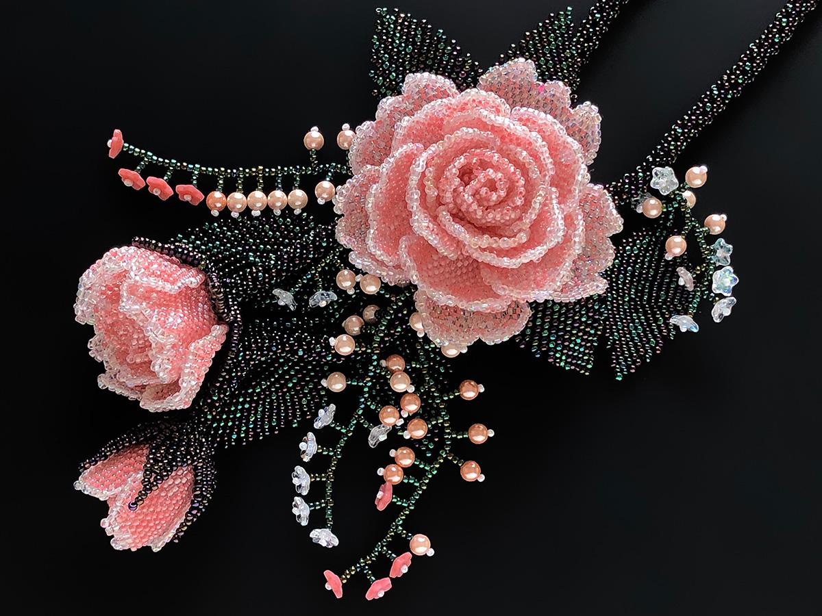 ベージュの1輪花ビーズネックレス
