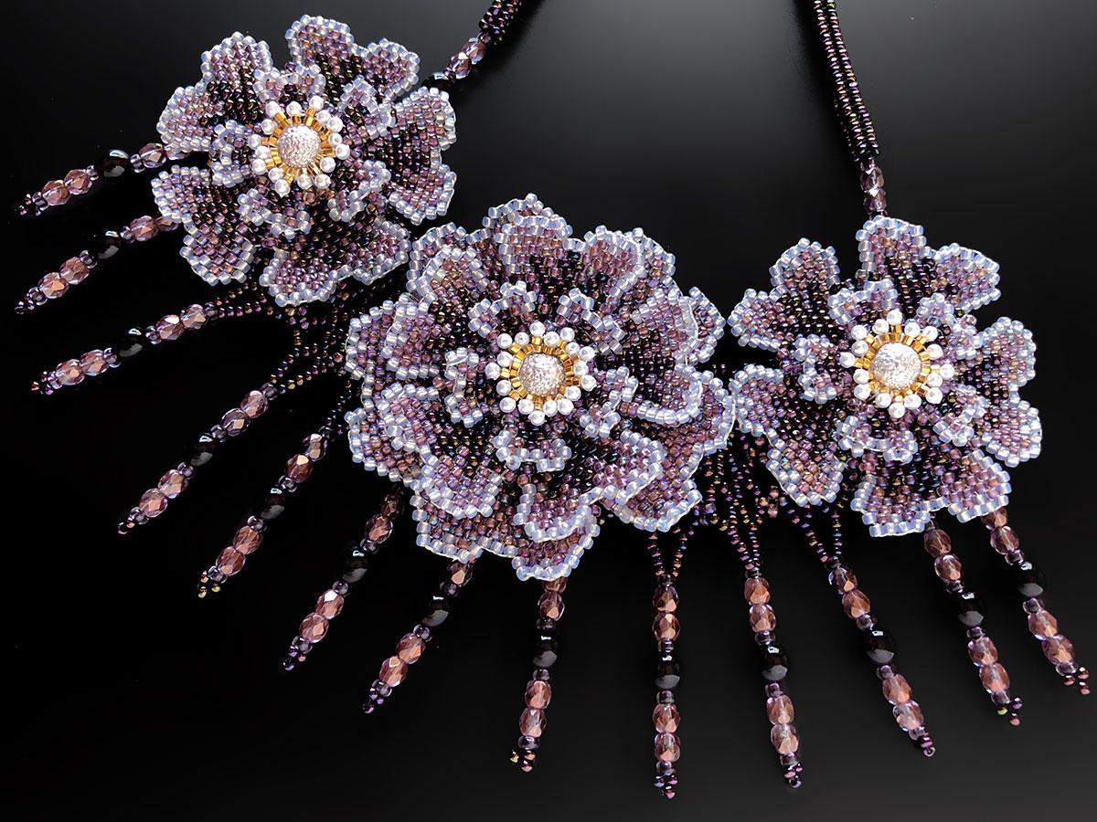 ブルーパープルのお花3輪ビーズネックレス