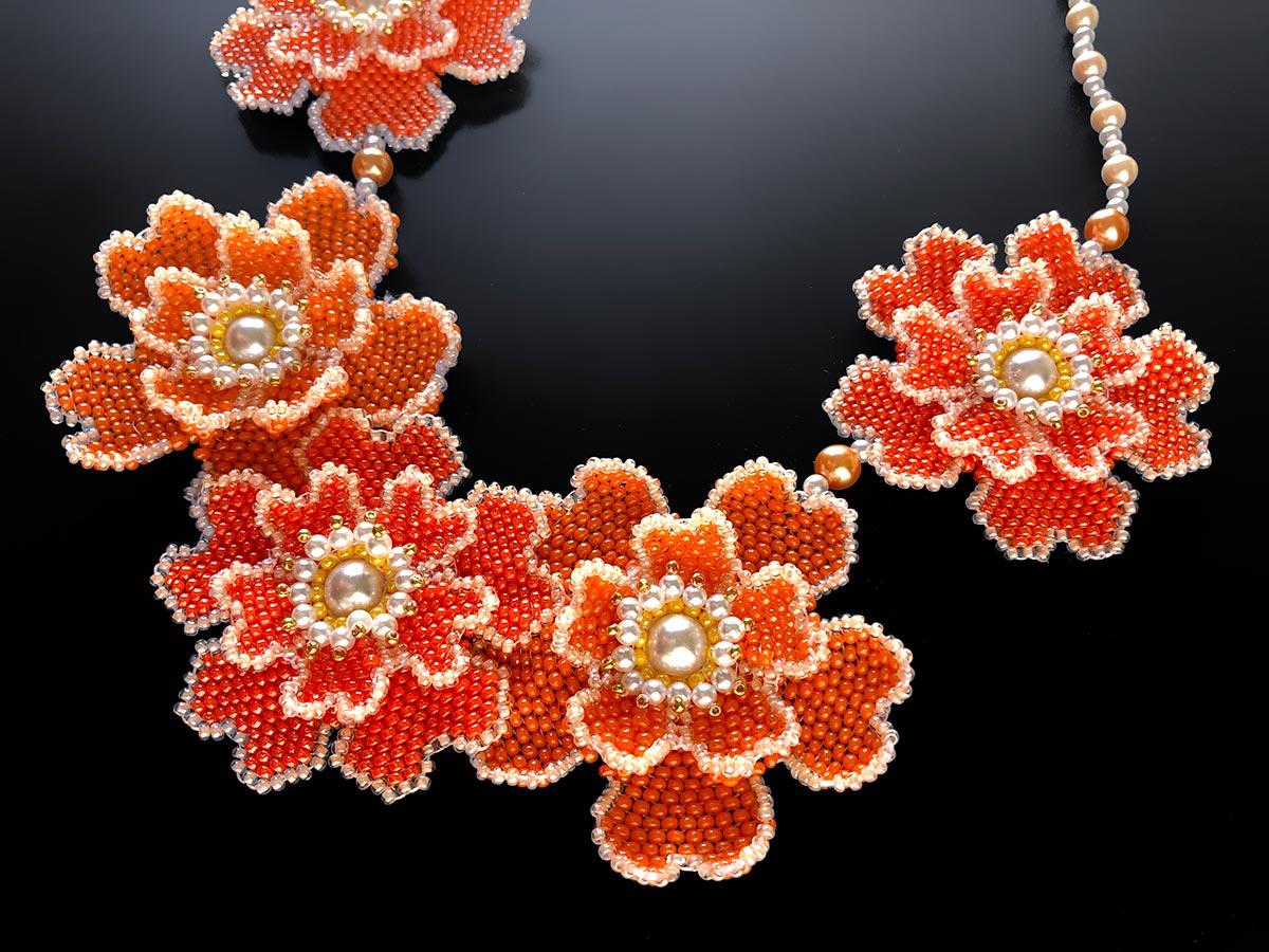 オレンジのお花5輪ネックレス