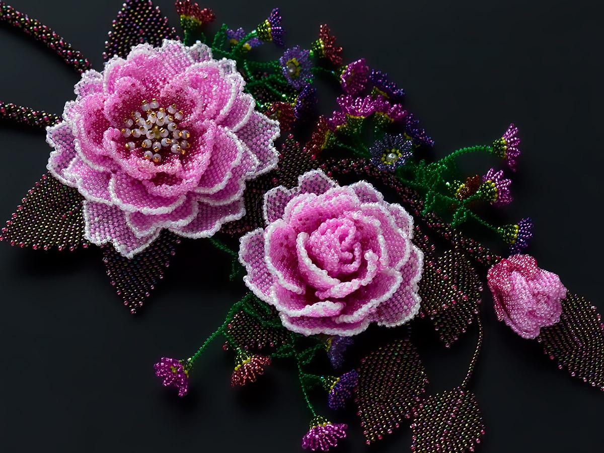 ピンクの薔薇のボリュームネックレス