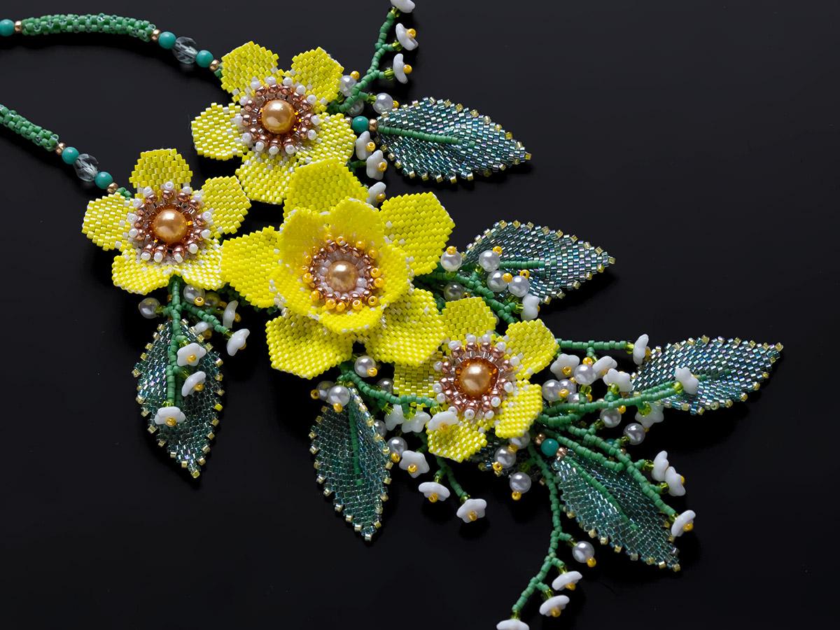 黄色いお花の春ビーズネックレス