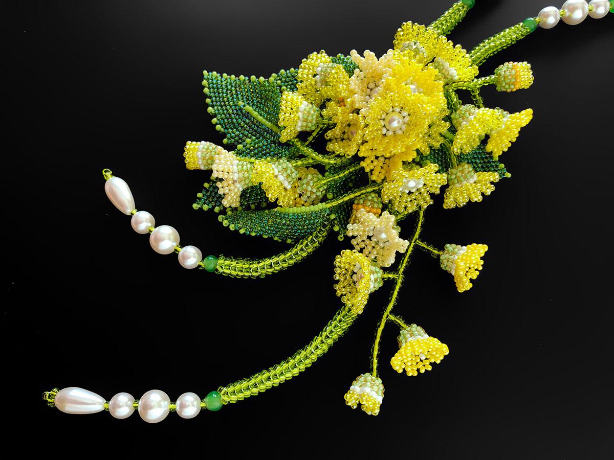 黄色い小花のボリュームビーズネックレス