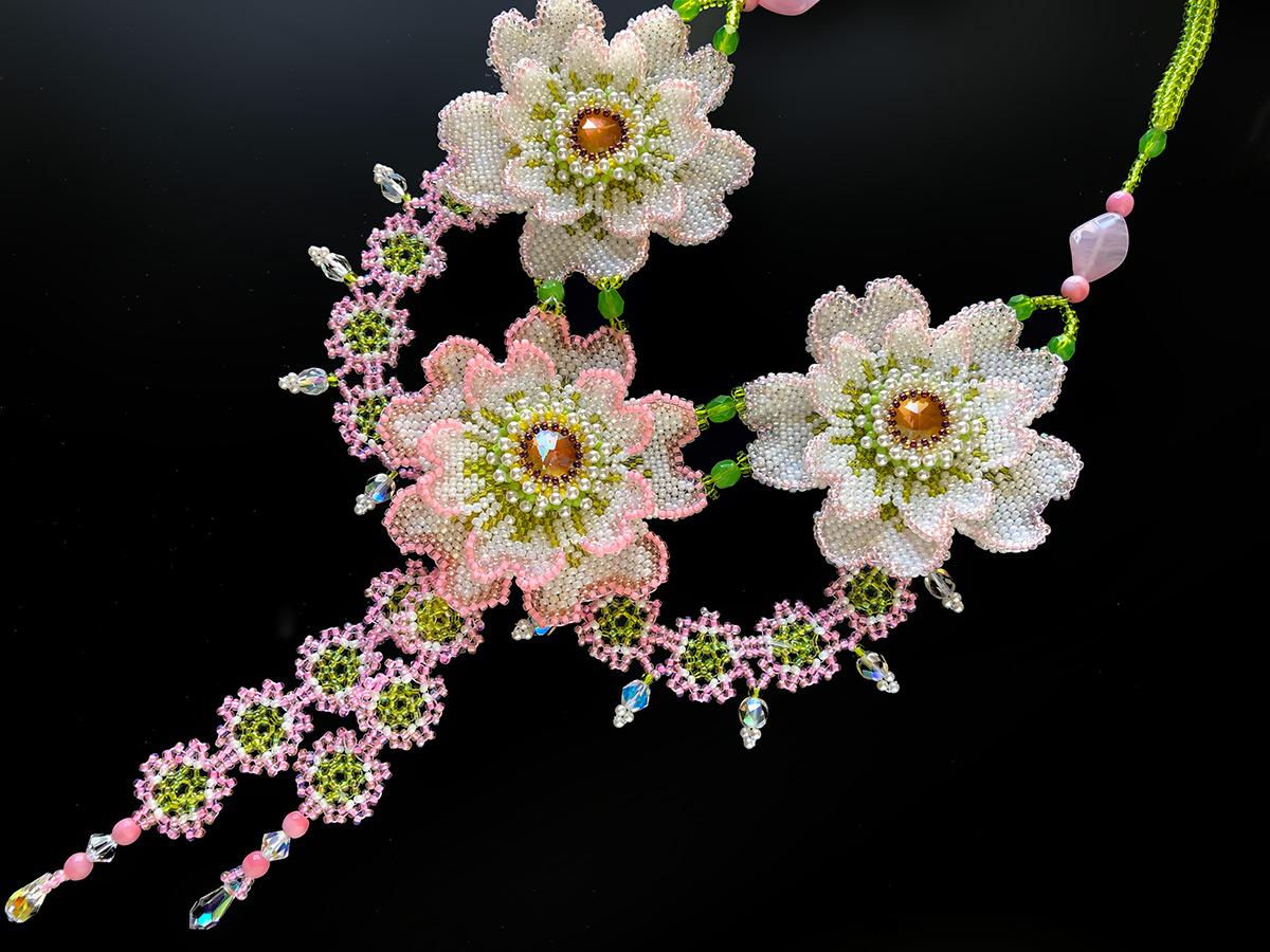 3輪のお花ビーズアートネックレス