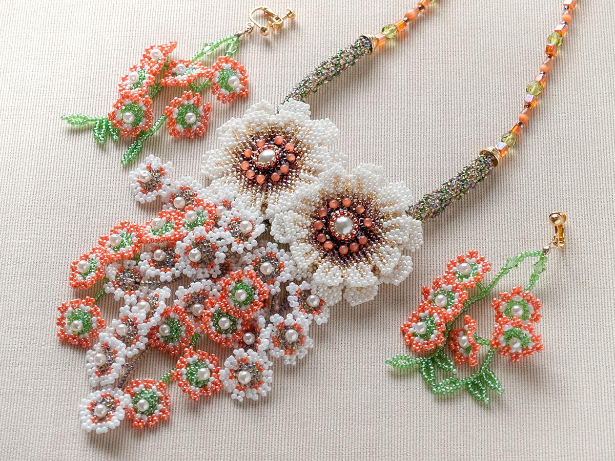 2輪のお花と小花のじゃらじゃらビーズネックレス