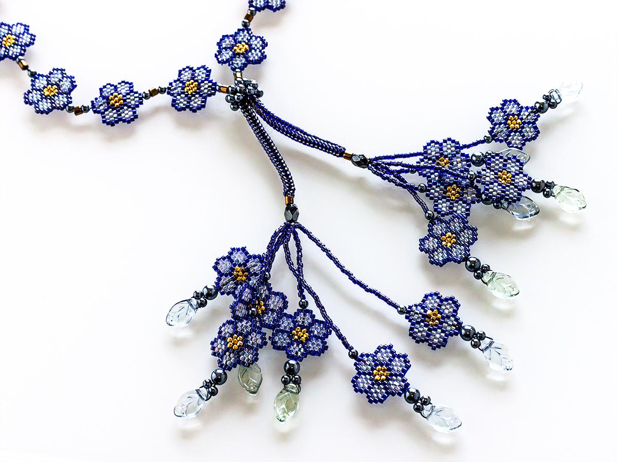紺色の和柄デザインビーズネックレス