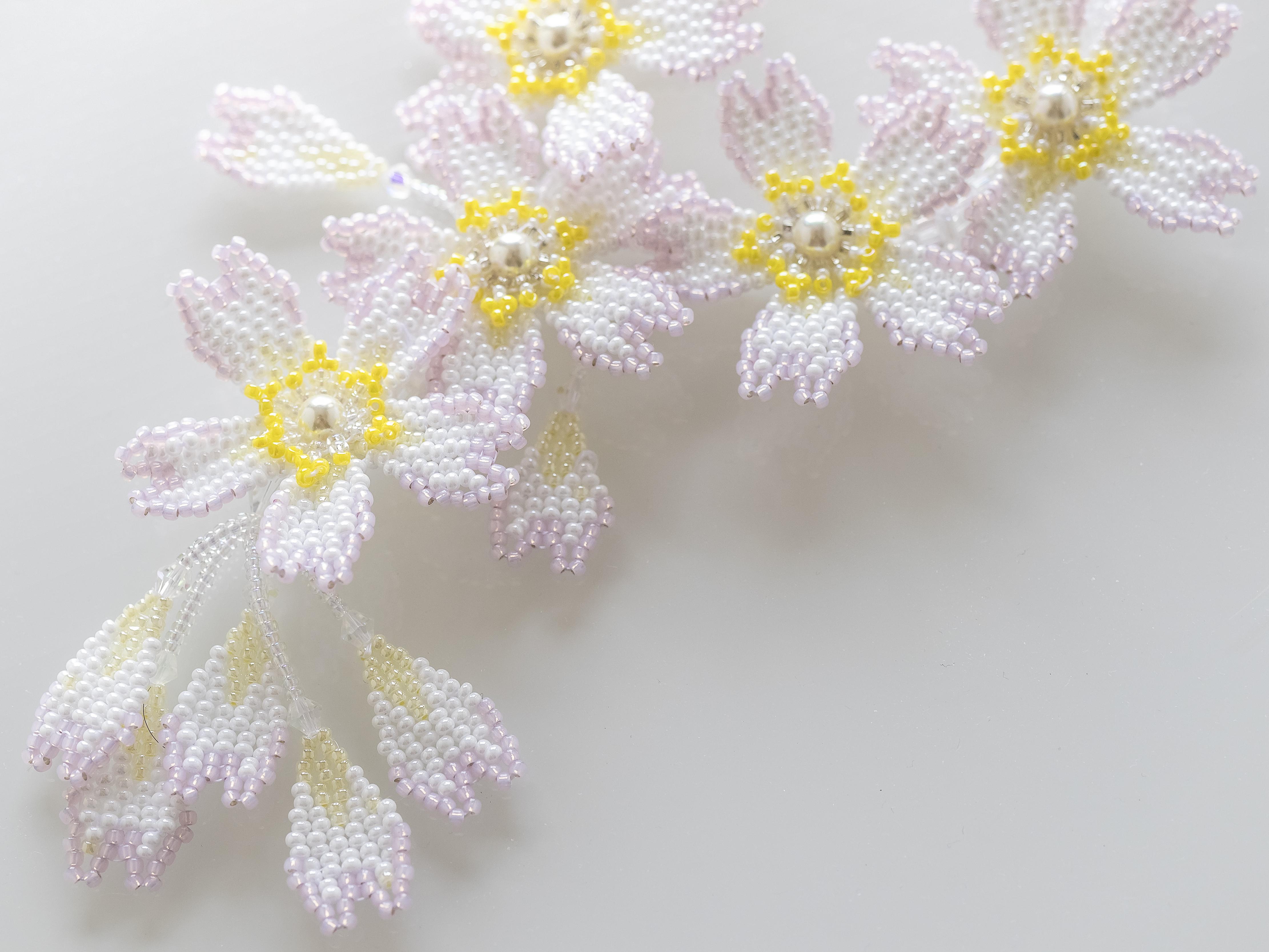 桜のデザインビーズネックレス