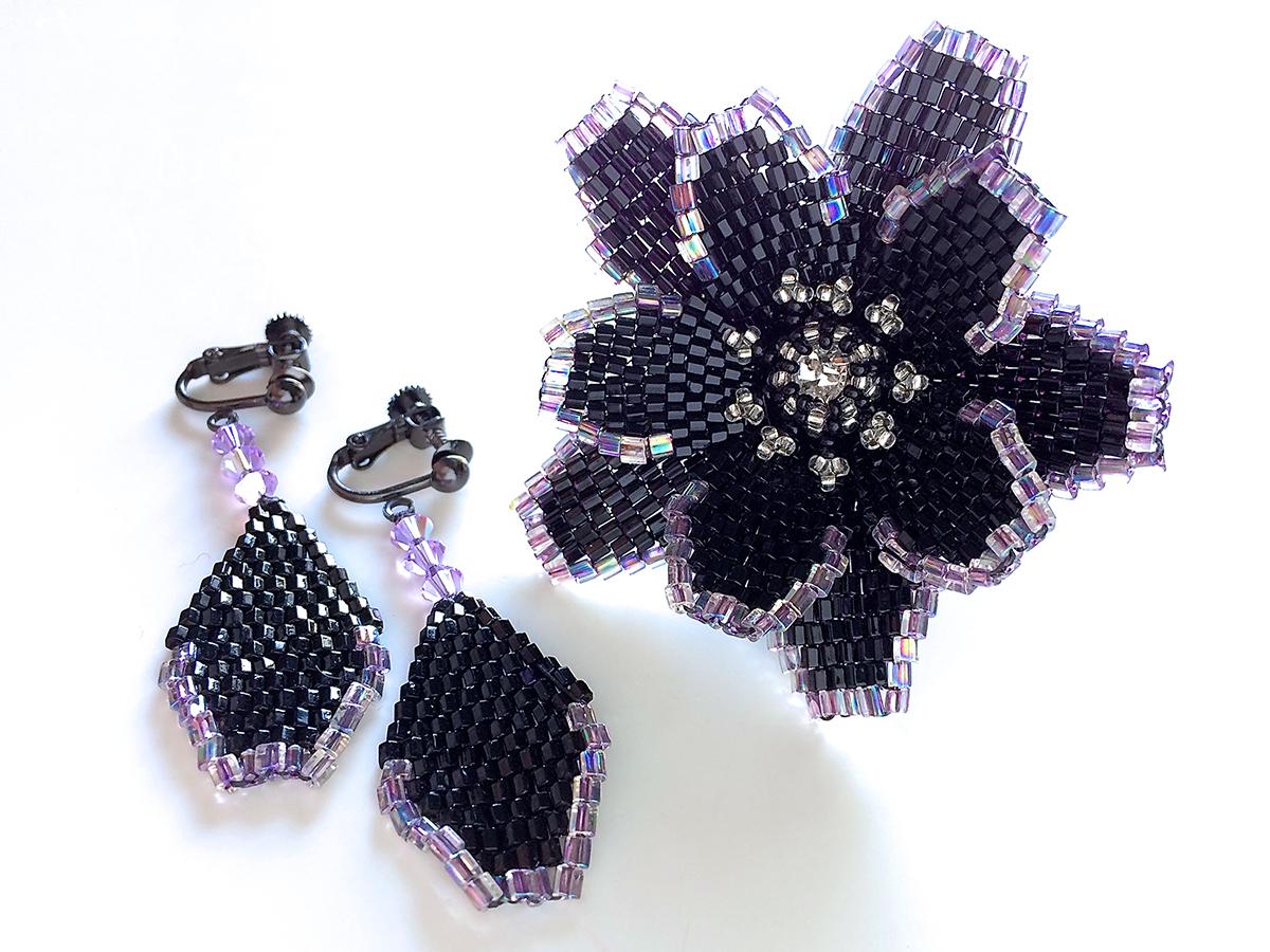 黒花のキラキラビーズリング+イヤリング
