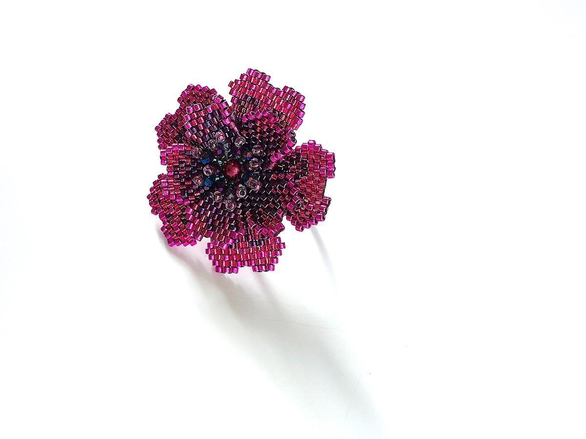 ローズカラーのキラキラお花ビーズリング