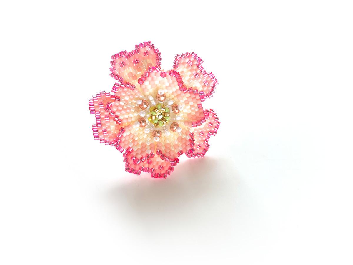 ピンクのキラキラお花ビーズリング