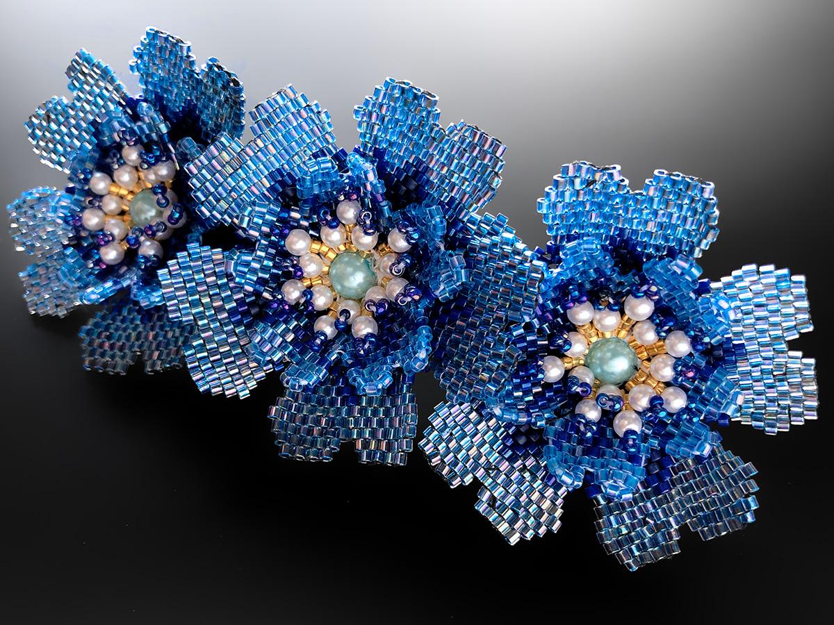 ブルーのお花3輪のキラキラビーズバレッタ