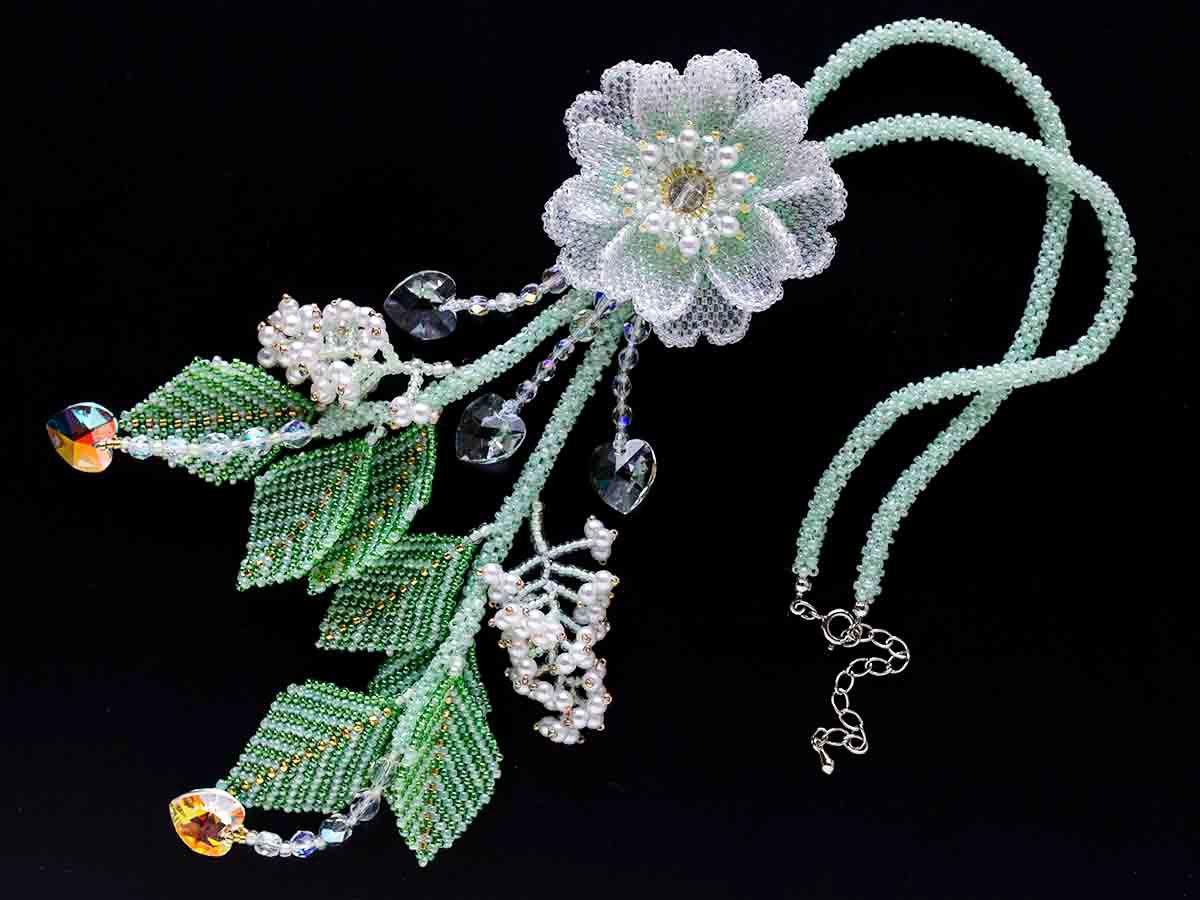 ライトグリーンのお花ネックレスセット
