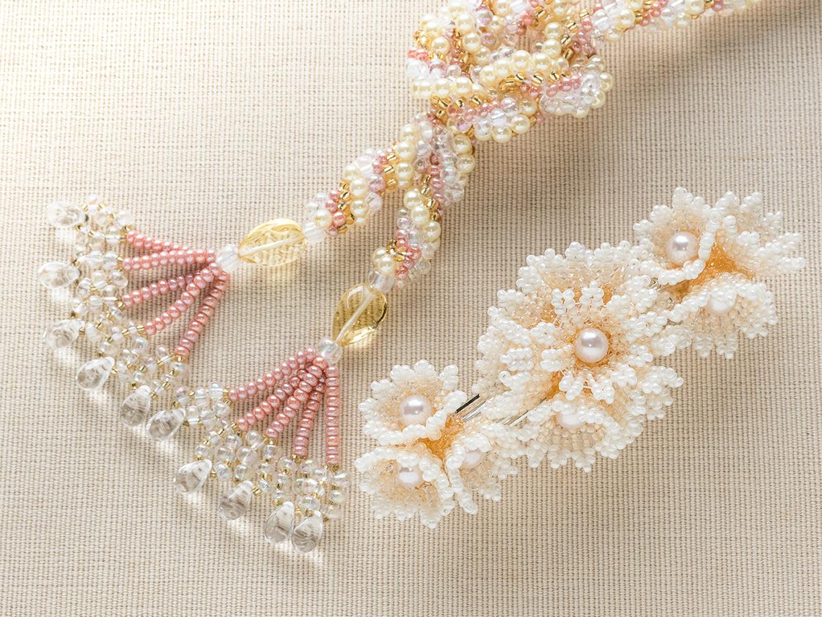 ネックレスと小花のビーズバレッタセット